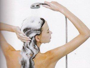 Como lavar os cabelos perfeitamente e manter os fios sempre hidratados