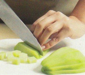 Como cortar vegetais em cubos