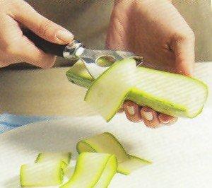 Como cortar vegetais e legumes em tiras