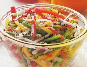 Receita de salada colorida com molho oriental