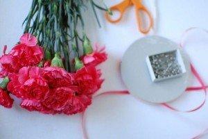 como fazer corsages para os convidasos
