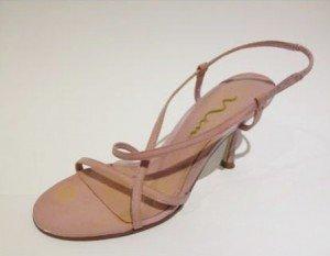 Renove suas sandálias pintando com tinta acrílica I