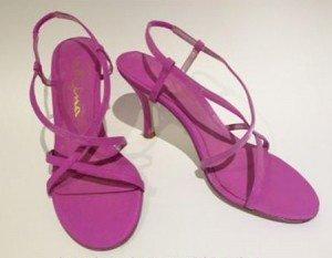 Renove suas sandálias pintando com tinta acrílica V