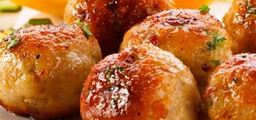 Receita de almondegas de frango assadas ao molho de tomate