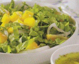 Receita de salada de almeirão e manga