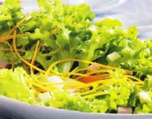 Receita de salada de alface e presunto