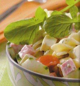 Receita de salada de macarrão com mortadela e queijo
