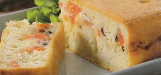 Torta de liquidificador com fermento fresco e recheio de presunto e queijo