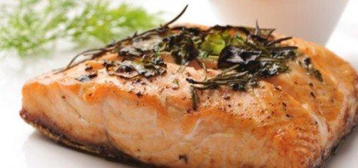 Receita de salmão com alho e alecrim
