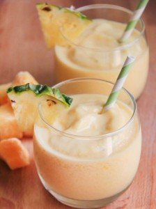 Smoothie de manga e abacaxi