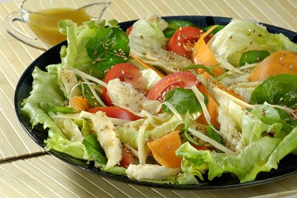 Receita de salada de folhas verde e bacalhau