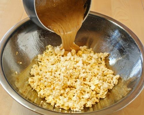 Como fazer pipoca caramelada