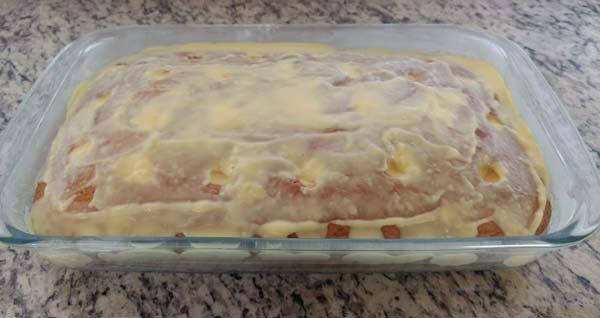 Bolo gelado com recheio cremoso de baunilha