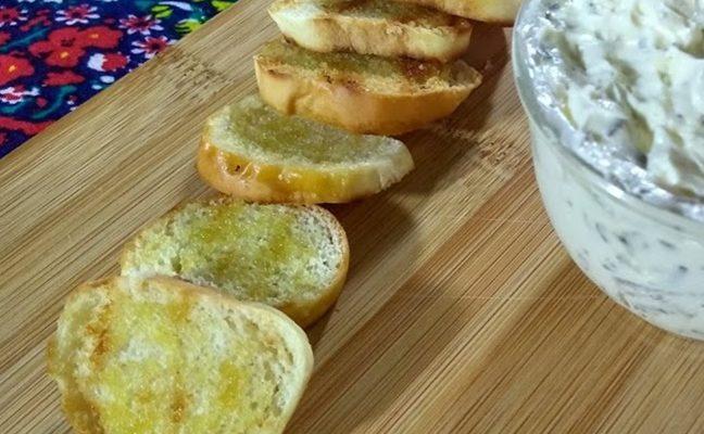 Torradinha caseira com pão bisnaguinha