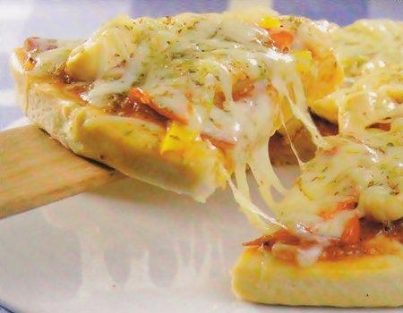 Receita de pizza com recheio de pimentão e mussarela