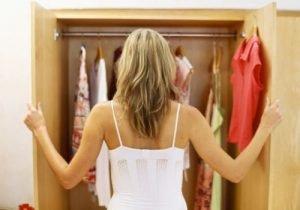 Dicas de como manter o guarda-roupa organizado