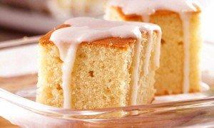 Receita de bolo amanteigado com calda de coco