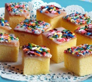 Receita de bolo com cobertura de confeites