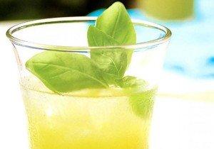 Receita de suco de limão e manjericão