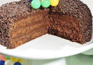 Receita de bolo com recheio e cobertura de brigadeiro