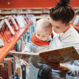 Ouvir histórias torna seu filho mais inteligente na vida adulta