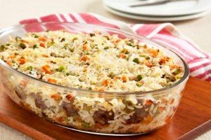 Receita de arroz de forno com almôndegas