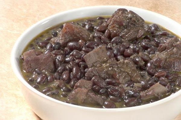 Receita de feijão preto com costelinha