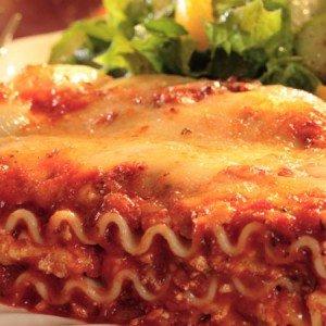 Receita de lasanha com carne e molho de queijo