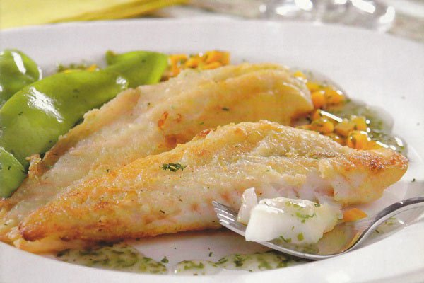 Receita de filé de pescada com molho de cenoura