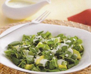 Salada de agrião, abacate e iogurte
