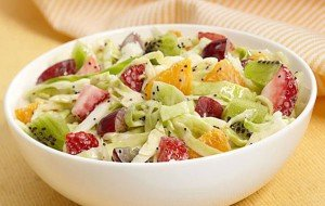 Salada de repolho com frutas