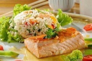 Receita de salmão com risoto de camarão