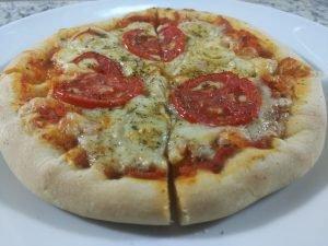 Receita de pizza com borda de catupiry