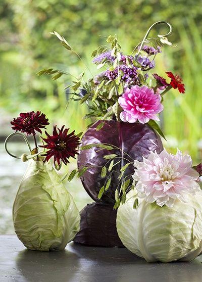 Arranjo de flores com repolho